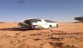 """"""" غوث """" ينتشل سيارة من الرمال بمحافظة نفود في الرياض"""