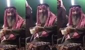 بالفيديو.. نصيحة مسن لأبنائه وأحفاده عن الإبل تجذب المغردين