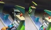 بالفيديو.. لحظة اعتداء مسلحين على عامل بالساطور لسرقته