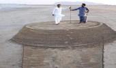 بالصور... إبداع على الرمل يجذب أنظار ويثير الانتباه