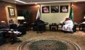 بالصور.. رئيس هيئة الهلال الأحمر يستقبل الأمين العام لجمعيات الهلال الأحمر