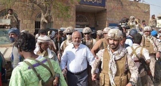 شاهد.. محافظ الحديدة اليمنية يتجول في حيس