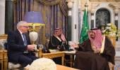 بالصور.. خادم الحرمين الشريفين يستقبل وفداً من حزب المحافظين البريطاني