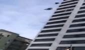 بالفيديو.. نهاية مروعة لمغامر قفز من أعلى بناية شاهقة