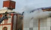 """بالصور.. """" مدني مكة """" يخمد حريقًا بملحق عمارة سكنية"""