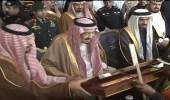 بالفيديو والصور.. خادم الحرمين يكرم الفائزين في سباق الهجن