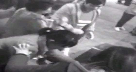 بالفيديو.. سيدة تمر من جهاز فحص الحقائب بمحطة قطار