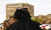 """عروس ترتدي اللون الأسود في خطبتها: """" مُبهج ومناسب لأي مناسبة """""""