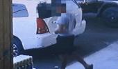 مواطن يتقدم ببلاغ بعد سرقة سيارته أمام عينه