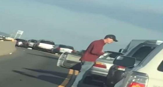 بالفيديو.. نهاية مؤلمة لرجل تسابق على أولوية المرور