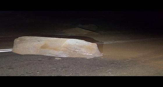 نقل الباحة يتفاعل مع بلاغ بوجود انهيارات صخرية في عقبة حزنة