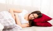 وضعية النوم الأفضل للمرأة خلال أيام معينة في الشهر