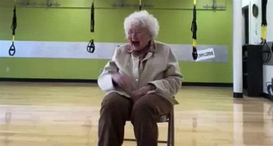 بالفيديو.. عجوز تتعدى الـ 90 عاما تشعل مواقع التواصل برقصها