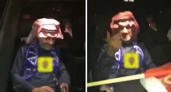 """مشجع هلالي بصوت عالي: """" يابو خالد نبغى كريستيانو """" .. والأمير الوليد يشير بيده """" يبي فلوس """""""
