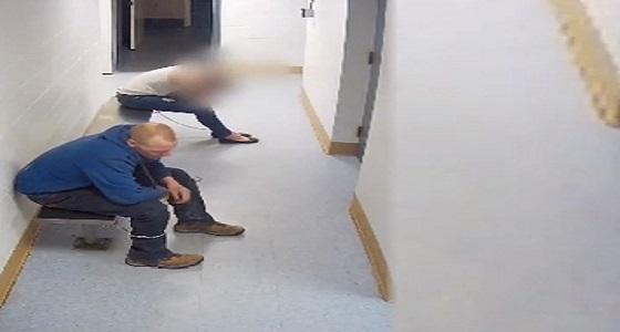 بالفيديو.. هروب لص من مركز شرطة بطريقة ذكية