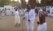 بالفيديو.. جلد العريس بالسوط لإتمام الزواج في السودان