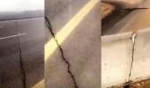 بالفيديو.. شروخ وتشققات بجسر في الجوف