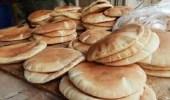 قصة مواطن يوزع الخبز مجانًا تشعل مواقع التواصل