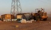 بالصور.. إزالة 20 مخيما مخالفا في حي الثمامة بالروضة