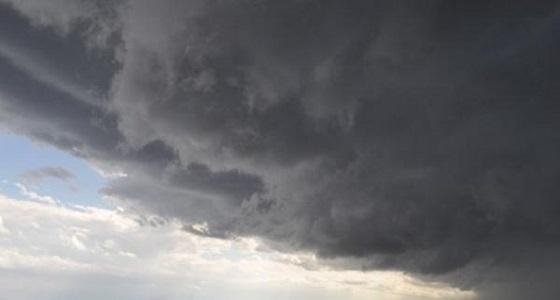 سحب رعدية ممطرة ورياح نشطة على معظم مناطق المملكة