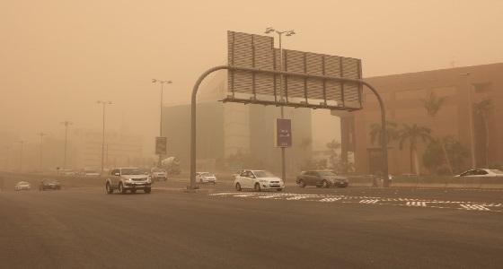 الأرصاد: شبه إنعدام للرؤية ببعض المناطق بسبب الغبار