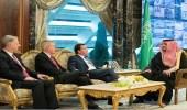 وزير الداخلية يلتقي رئيس لجنة الشؤون الخارجية بمجلس النواب الأمريكي