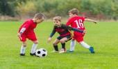 لعب كرة القدم والتنس تقوى عظام طفلك