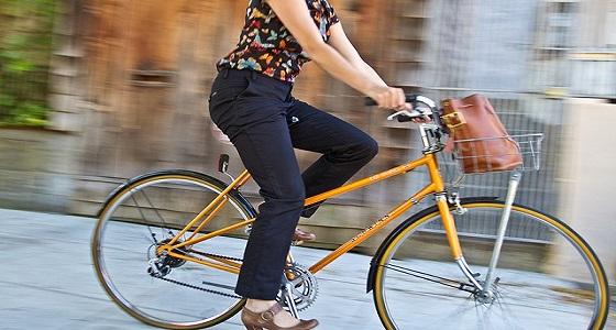 دراسة: ركوب الدراجات والمشي يحمي من السرطان