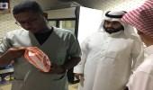 شاهد.. بلدية الأفلاج ترصد مخالفات بمطاعم وبوفيهات في جولة تفتيشية مفاجئة