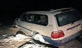 """بالصور.. انتشال سيارة عالقة في الطين بـ """" الهاف مون """""""