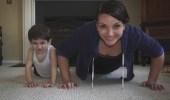 بالفيديو.. سيدة تستعرض مهاراتها الرياضية مع أطفالها الثلاثة