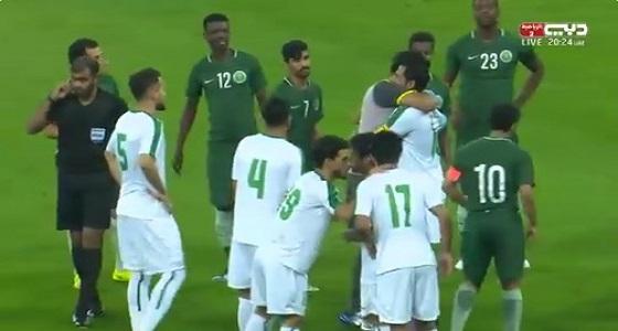 بالصور.. وداع مؤثر خلال المباراة لنجم العراق مهدي كريم