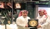 رئيس اتحاد الكرة يُكرّم عبدالمحسن الدهيمي
