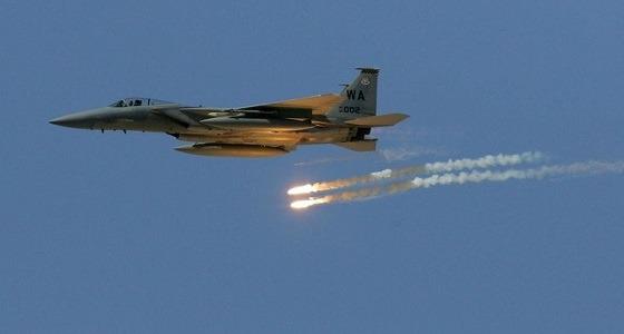 بالفيديو.. طيران التحالف يقصف مواقع حوثية بحجة وسقوط 20 إرهابيا