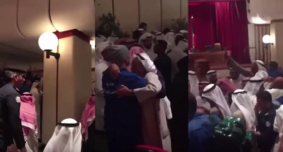 بالفيديو.. فرحة عارمة بعد الإفراج عن المتهمين في قضية اقتحام مجلس الأمة الكويتي