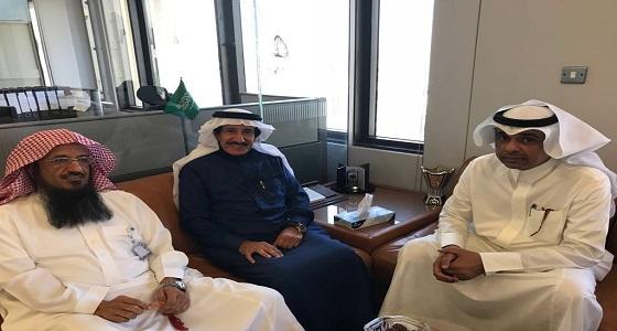 نائب مدير الجمعية الوطنية للمتقاعدين بالرياض يزور جامعة الملك سعود