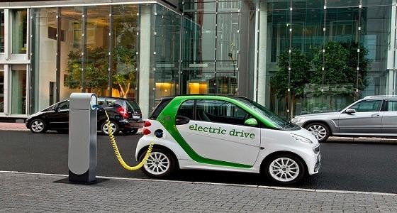 """"""" المواصفات """" تسمح للأشخاص باستخدام السيارات الكهربائية وتمنح 3 تراخيص"""