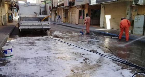 بالصور.. تنظيف شوارع عرعر بالماء والصابون