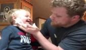 بالفيديو.. أب يخرج حبة مكرونة من أنف ابنه بطريقة غريبة