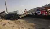 بالصور.. إصابة 3 من عائلة واحدة وقائد شاحنة في تصادم بجدة