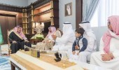 الأمير حسام بن سعود يستقبل ذوي الشهيد الغامدي