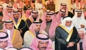 أمير الرياض يؤدي صلاة الميت على الأمير عبدالعزيز بن بندر بن محمد بن عبدالعزيز