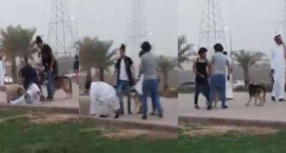 بالفيديو.. شباب يعتدون على رواد ممشى الهجرة