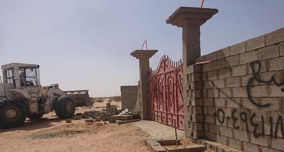 بالصور.. إزالة 15 حوش وإحداثات مخالفة بأراضي حكومية في عشيرة
