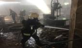 بالصور.. مدني نجران يخمد حريق بمستودع أخشاب