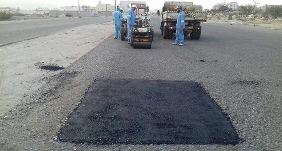 بالصور.. تنفيذ مشروع تأهيل وصيانة الطرق بالراشدية في مكة