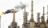 النفط يواصل ارتفاعه بدعم من انخفاض الدولار والتزام المملكة