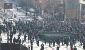 بالفيديو.. إغلاق الشوارع الرئيسية بالنار في مدينة إيرانية