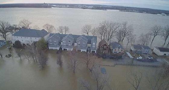 مصرع 5 أشخاص في ولايات أمريكية بسبب الفيضانات