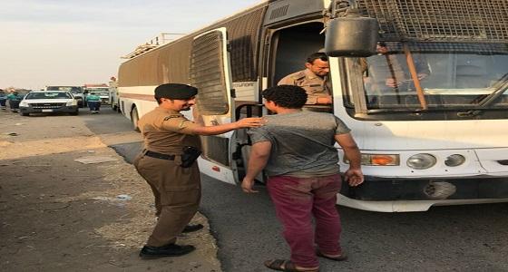 بالصور.. القبض على 65 مخالفًا لأنظمة الإقامة والعمل بجدة